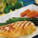 Gegrillte Hühnerbrust mit Spargel und Mohrrüben