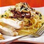 Pasta mit Hühnchen und Champignons