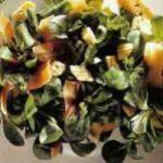 Salat mit Mais und Mohrrüben