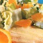 Schollenfilets in Orangensauce mit Salat