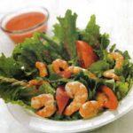 Shrimps-Salat mit Erdbeerdressing