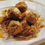 Geflügel-Hackfleischbällchen im Kartoffelnest