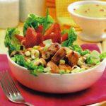 Hühnchen-Champignon-Salat mit Erdbeeren