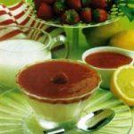 Joghurtcreme mit Erdbeermus