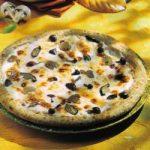 Pizza mit Käse und Pilzen
