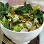 Salat mit Schinken, Käse und Champignons