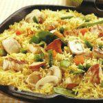 Bunte Reispfanne mit Hühnchen