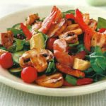 Bunter Salat mit Shrimps und Champignons