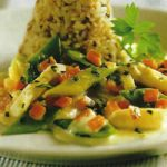 Nuß-Reis mit buntem Gemüse