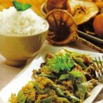 Pikante Rühreier mit grünen Bohnen