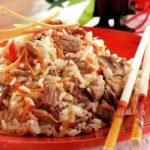 Reis mit Rinderstreifen und Mohrrüben