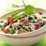 Reissalat mit frischem Spinat