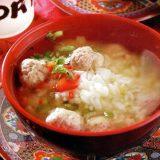 Reissuppe mit Hackfleischbällchen